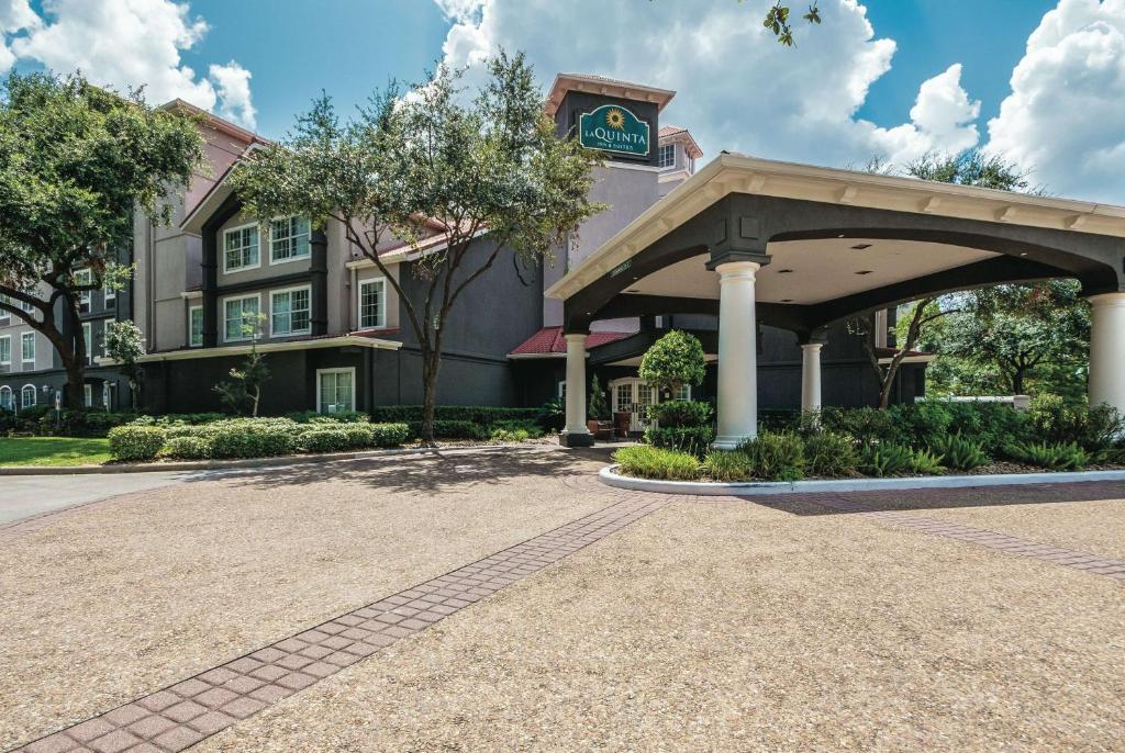 La Quinta by Wyndham Houston Bush IAH South