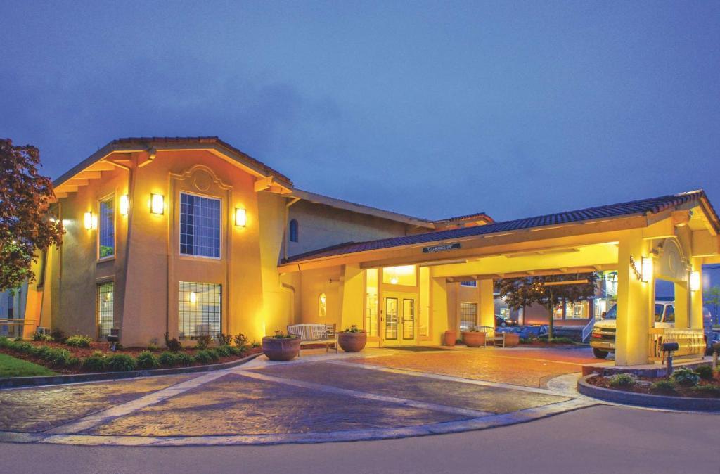 La Quinta Inn by Wyndham Moline Airport