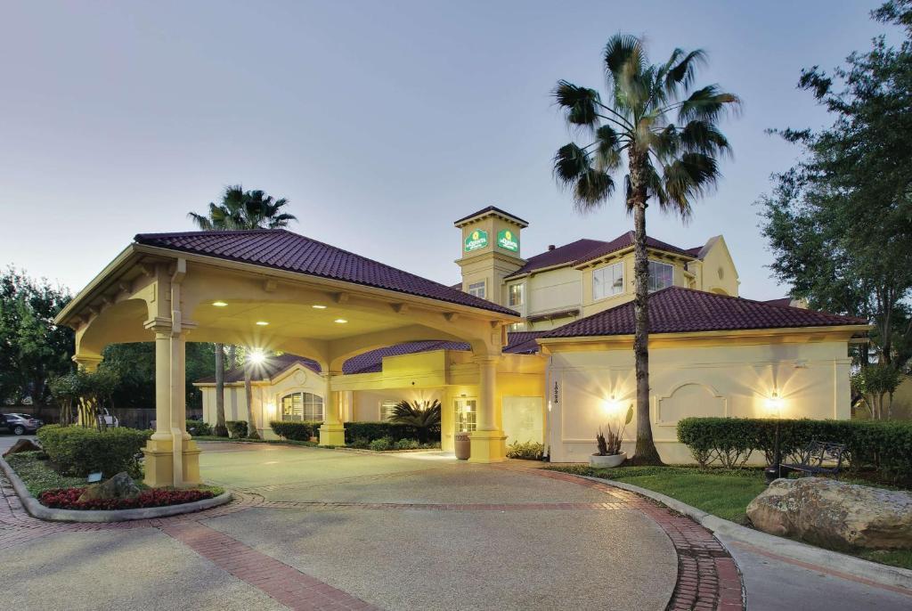 La Quinta by Wyndham Houston West Park 10