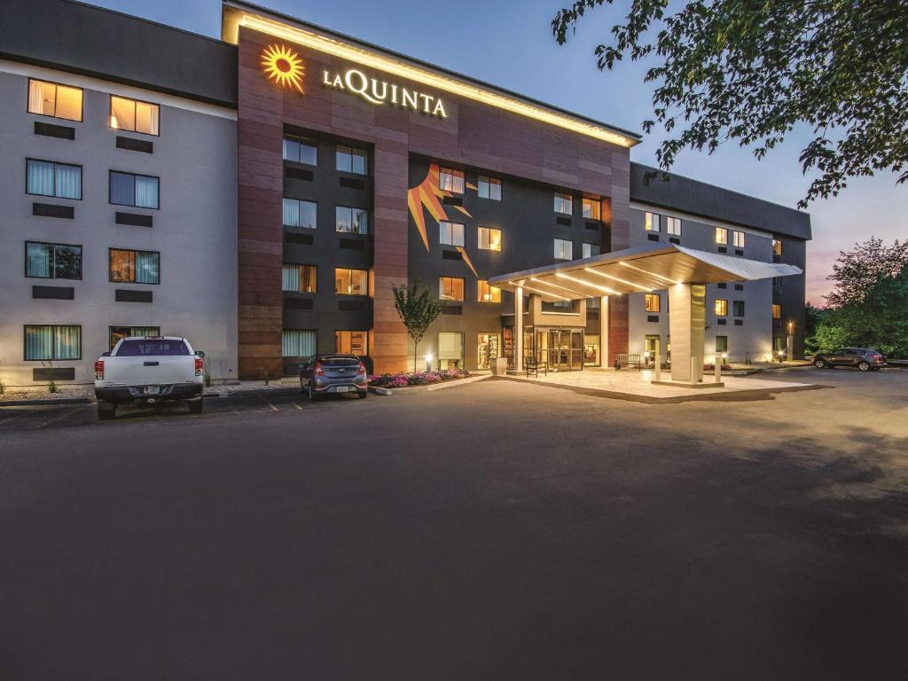 La Quinta Inn & Suites By Wyndham Hartford - Bradley Airport
