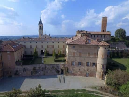 Soggiorno in un Castello, Montiglio, Italy - Photos, Room ...