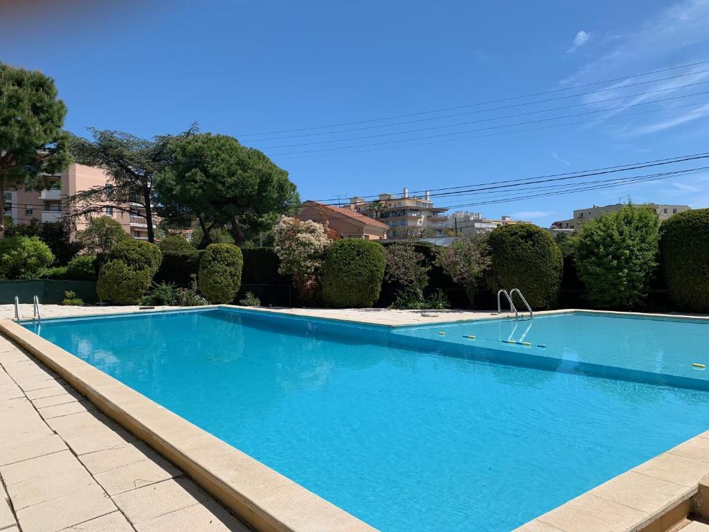 tres bel apt 4 personnes + piscine + rez de jardin ...