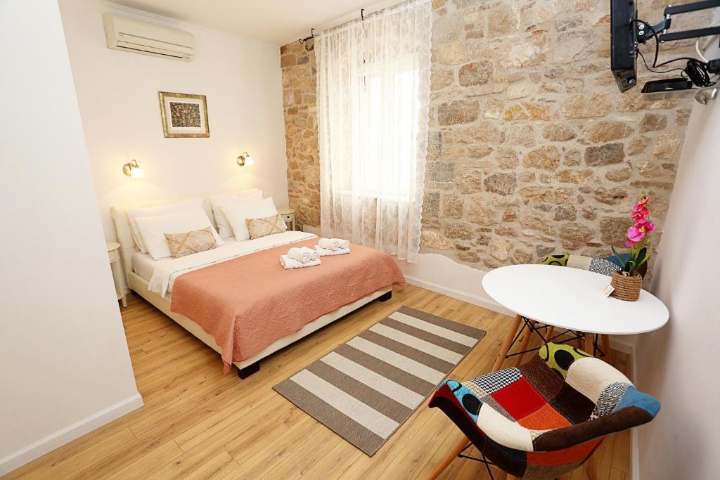 Split Old Town Suites