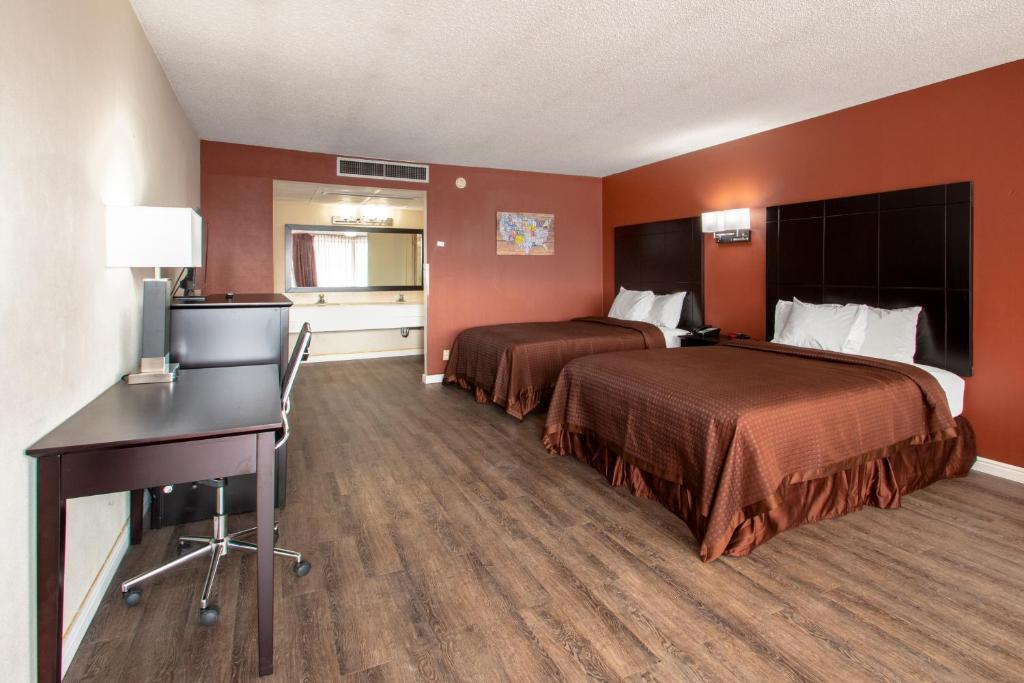 Econo Lodge Elko Downtown Area