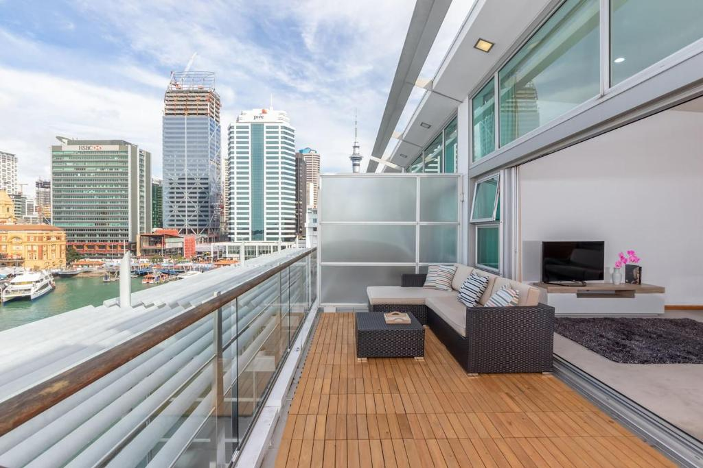 Penthouse apartment with stunning Harbour views