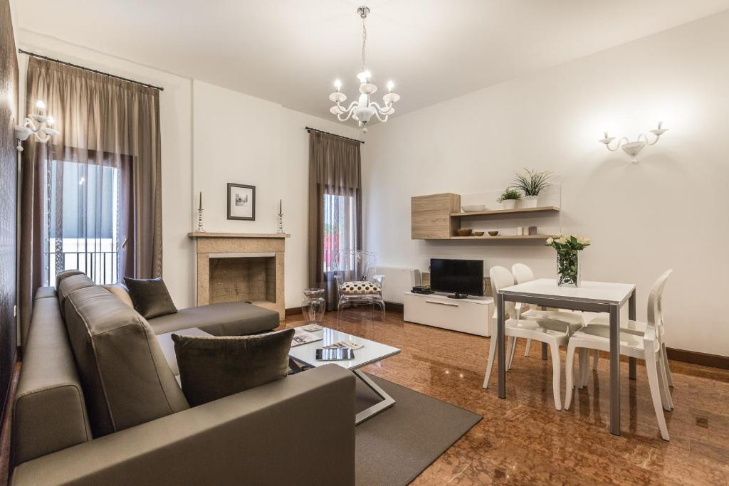 Ca' del Monastero 2 Collection Apt for 4 Guests with Lift