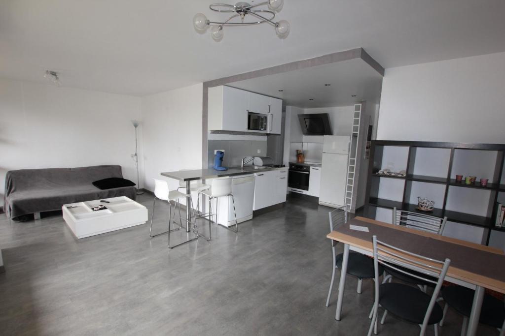 Appartement a l\'entree de la Route des Cretes in La Ciotat - Room ...