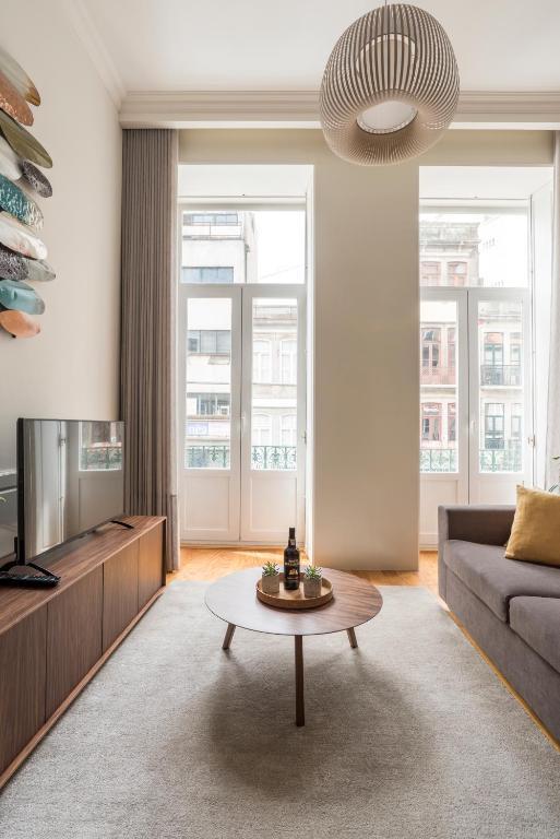 Lit Apartments (2 Bedroom   City Center)