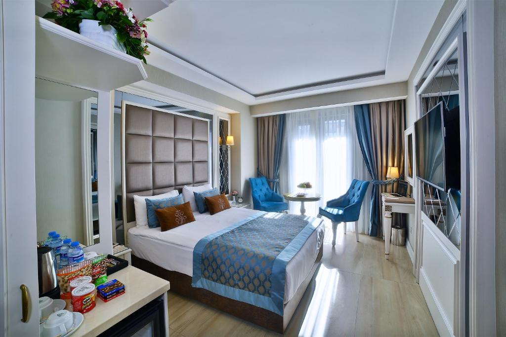Deluxe Double Room with French Balcony Buke Hotel