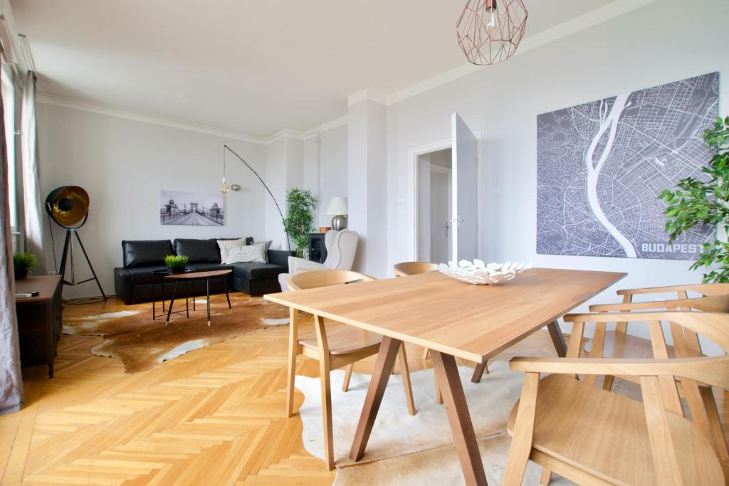Standard Apartment by Hi5 - Incredible view with terrace, 1051 Budapest