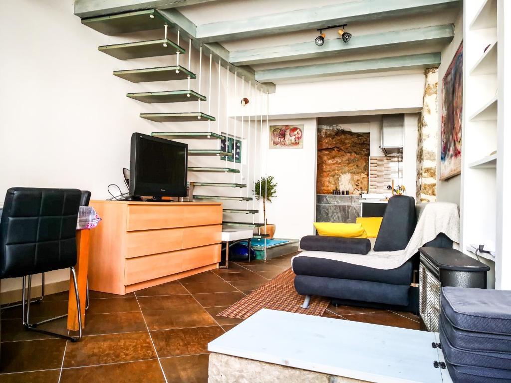 Munroe Apartment