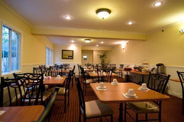 Wilshire Crest Hotel Photo #7