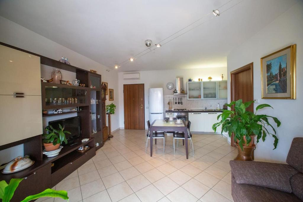 detailing newest reputable site LA CASA DI IVA, Apartment in Ambrogiana, Italy | Wander