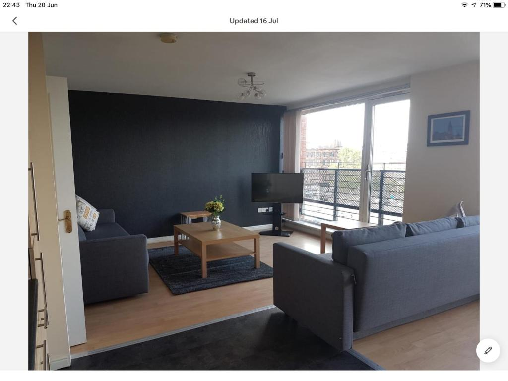 Fabulous Two Bed Apartment in Glasgow City Centre