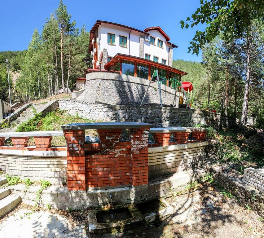 Hija Ustra In Sheykh Dzhumaya Bulgaria Reviews Prices Planet
