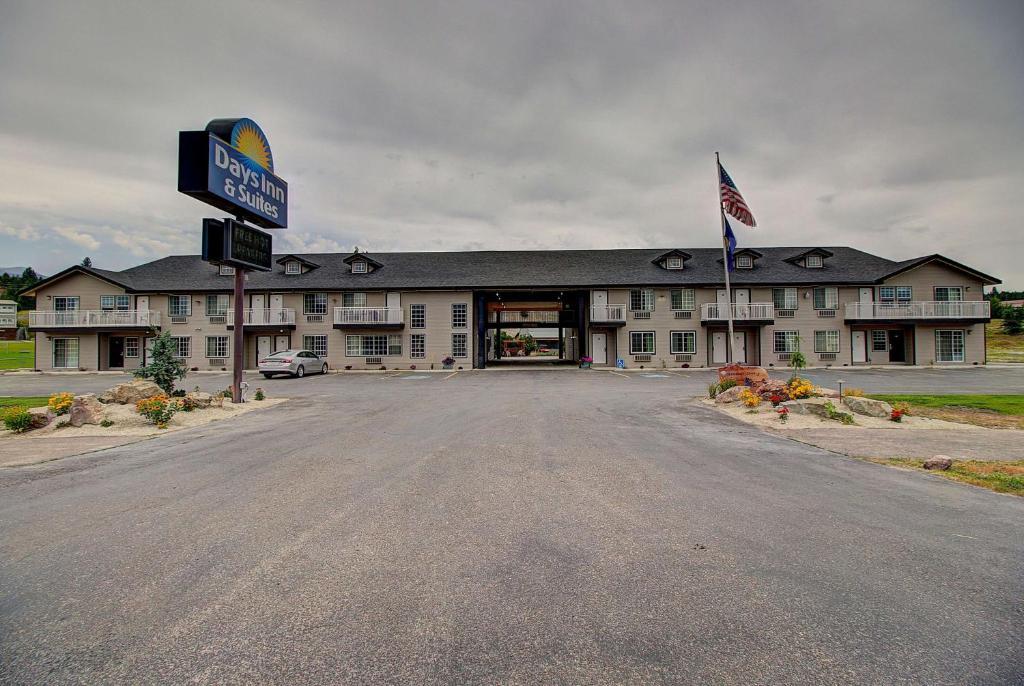 Days Inn & Suites by Wyndham Lolo