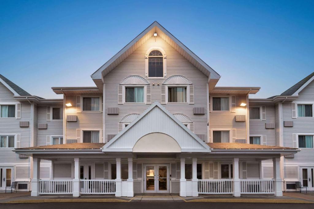 Travelodge Suites by Wyndham Moncton