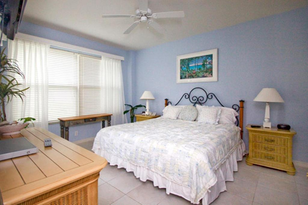 Superior Three-Bedroom Apartment Bahama Beach Club Resort