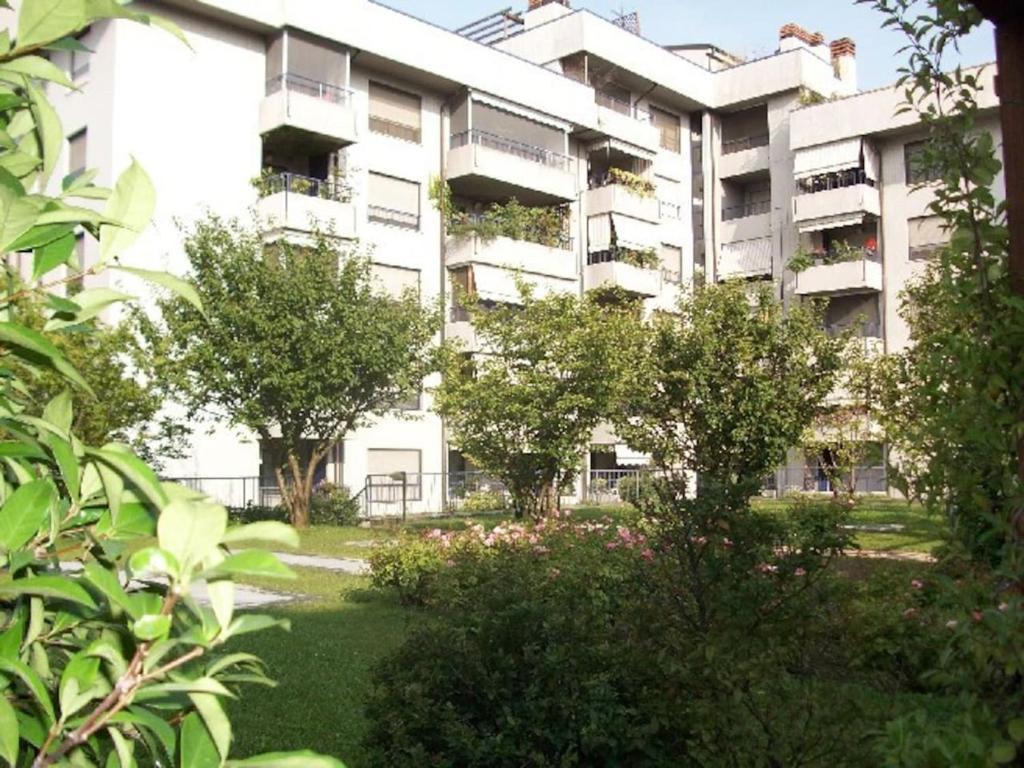 Bilocale alle porte di Milano, Apartment in Cesano Boscone, Italy ...