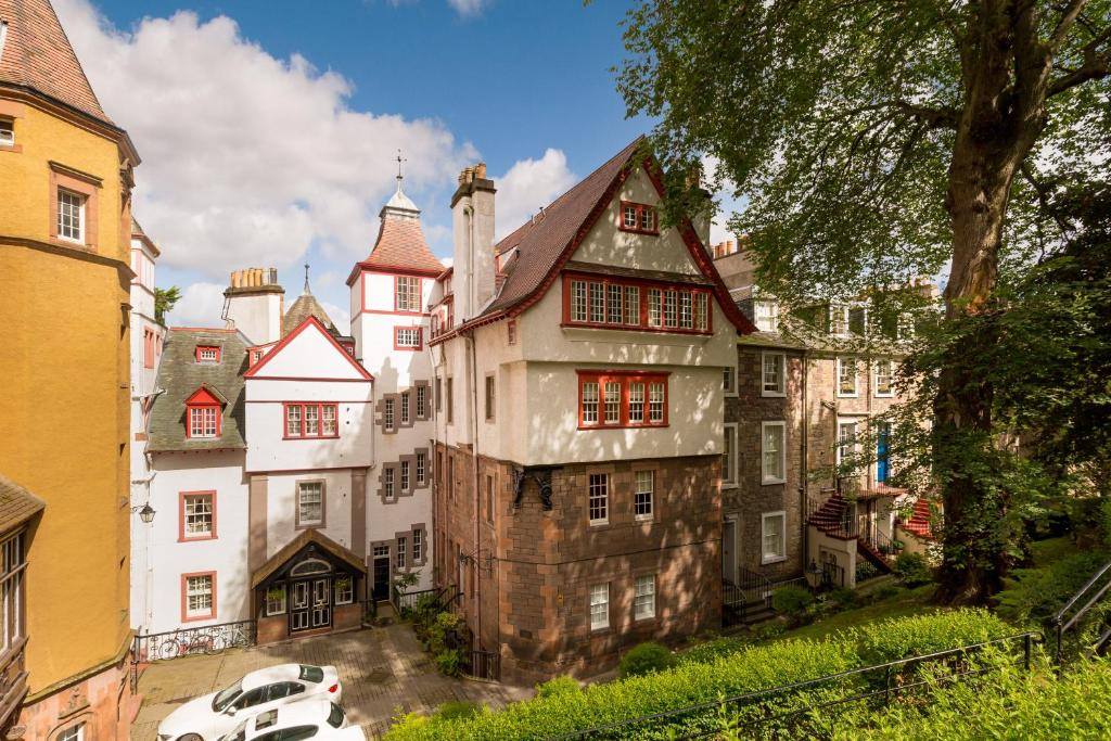 Ramsay Garden retreat next to Edinburgh Castle