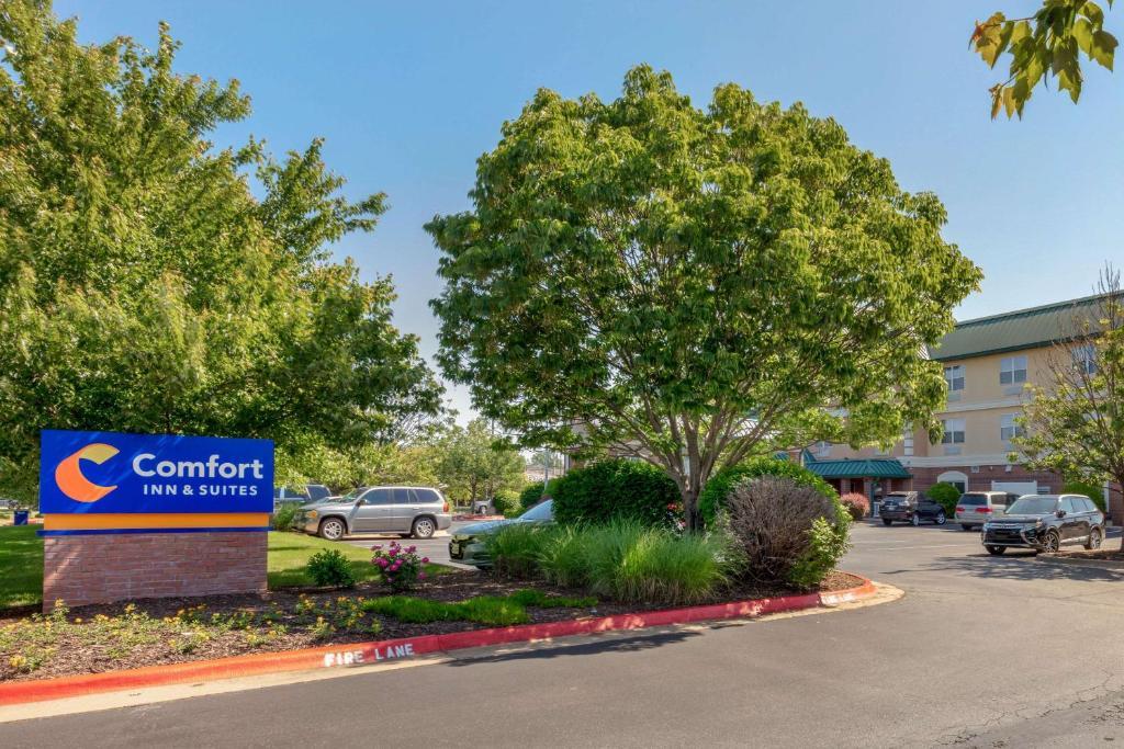 Comfort Inn & Suites Fayetteville-University Area