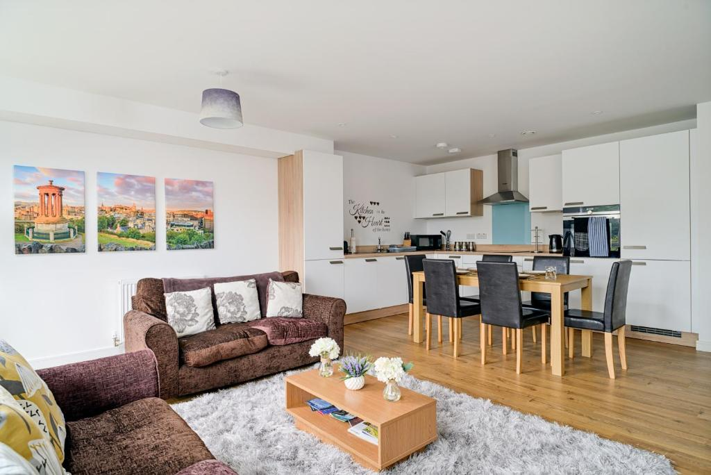 Roomy, Comfortable Apartment near Main Attractions