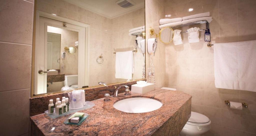 Best Western Plus Sunset Plaza Hotel Photo #25