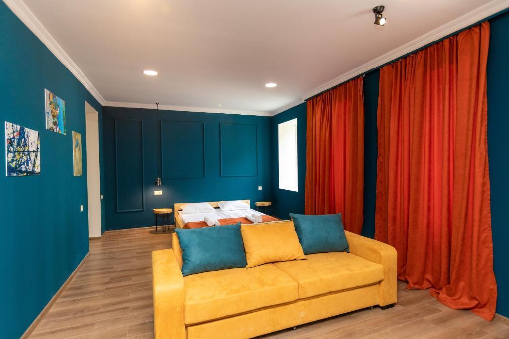 Giorgi's apartment
