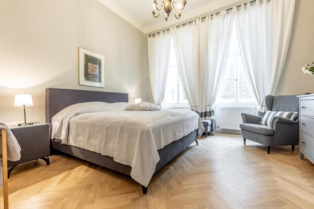 4 rooms near Belvedere Castle