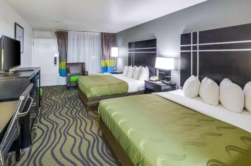 Quality Inn & Suites Hardeeville - Savannah North - Renovated with Hot Breakfast Included