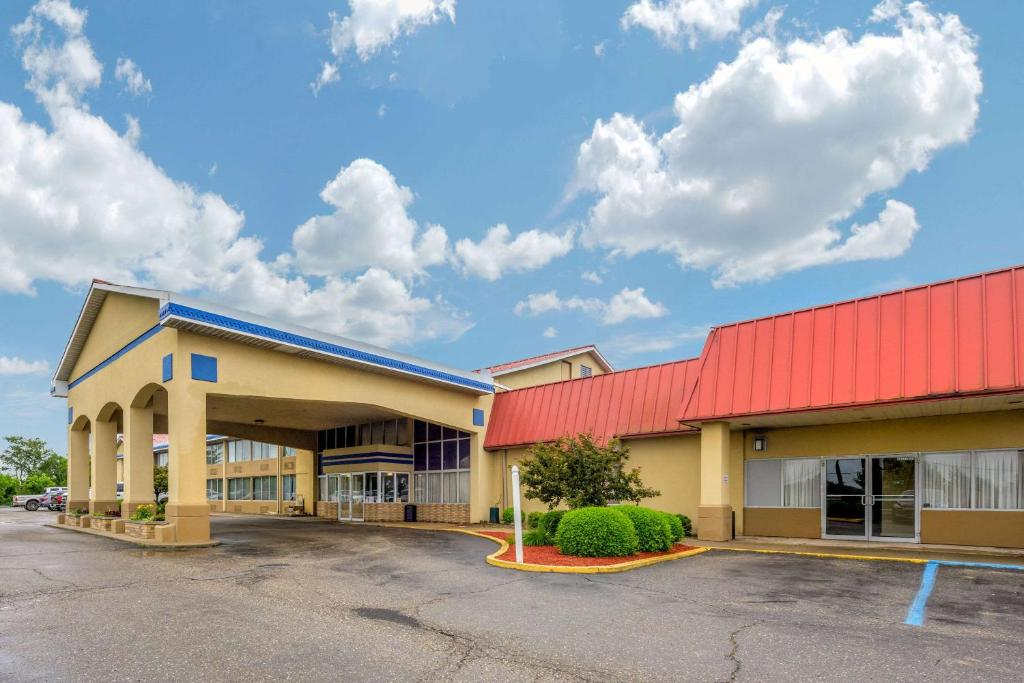 Econo Lodge Inn & Suites Triadelphia