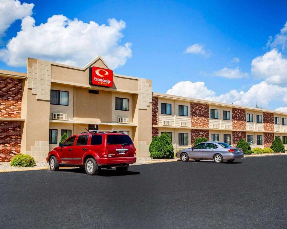 Econo Lodge Inn & Suites Newton