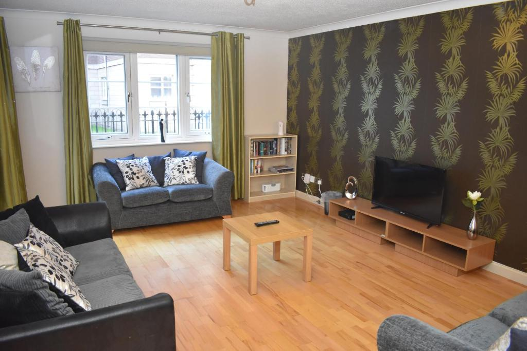 East Silvermills - Spacious 3BR 10 mins walk to centre with Parking