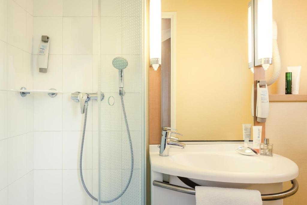 ibis paris coeur d 39 orly airport r servation gratuite sur viamichelin. Black Bedroom Furniture Sets. Home Design Ideas