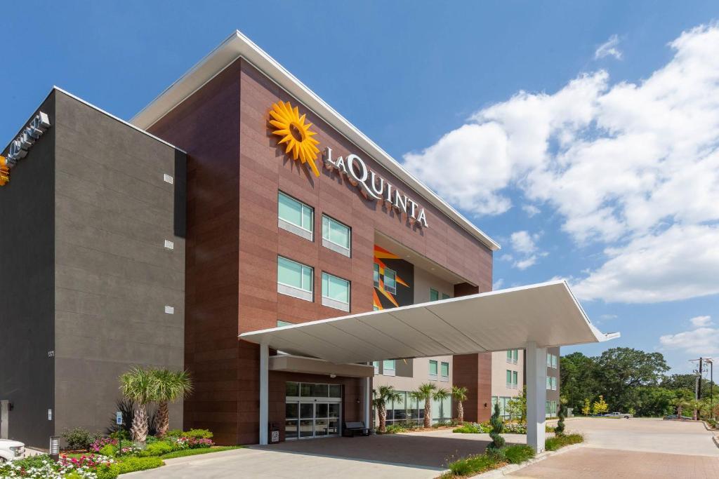 La Quinta Inn & Suites by Wyndham Lafayette Oil Center