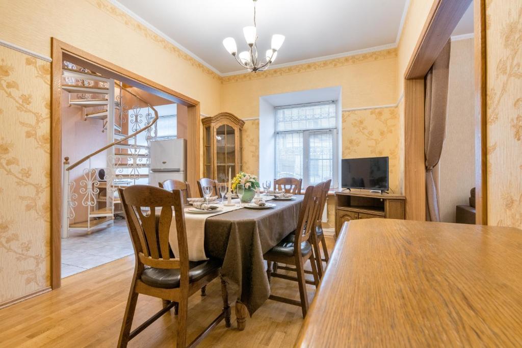 Двухуровневые апартаменты на Невском