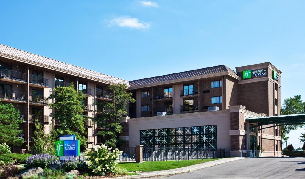 Holiday Inn Express Schaumburg-Rolling Meadows, an IHG Hotel