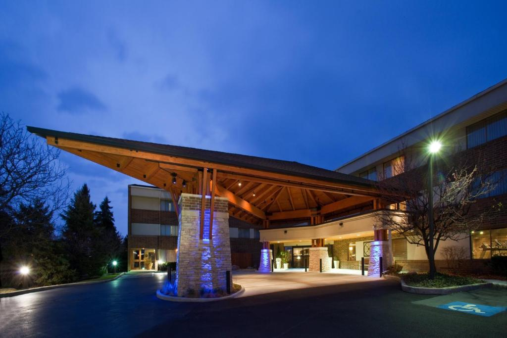 Holiday Inn Express Chicago-Downers Grove, an IHG Hotel