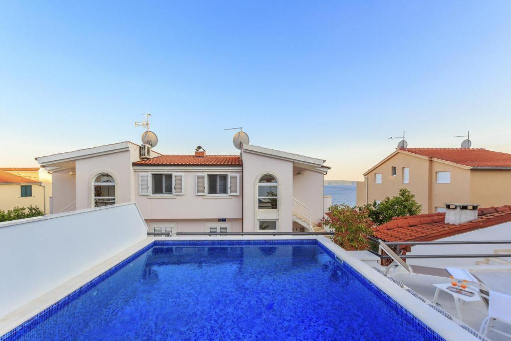 Seaside apartments with a swimming pool Rastici, Ciovo - 1084