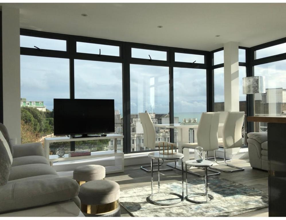 Penthouse- Cosy with Sea View