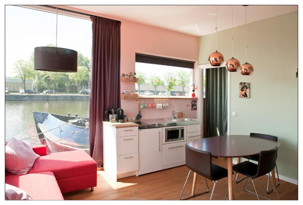 Private guesthouse BnB The Waterhouse houseboat