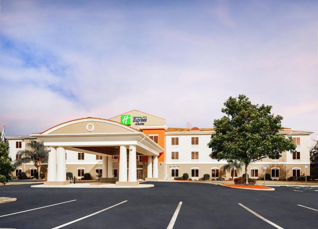 Holiday Inn Express Hotel & Suites Inverness, an IHG Hotel