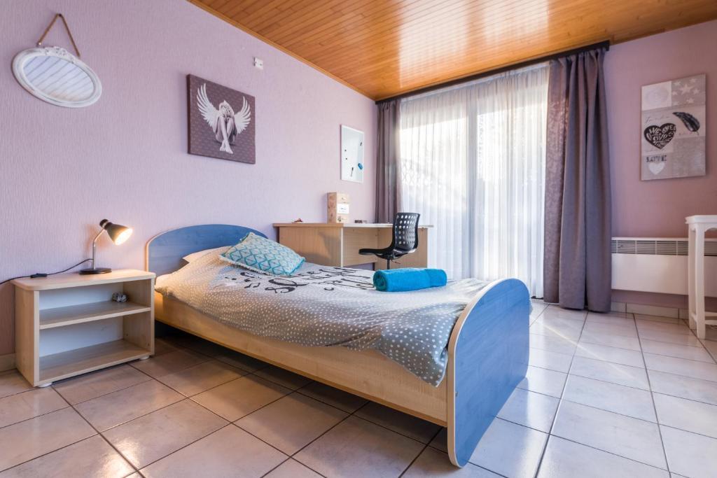 Room 4, 9820 Gent