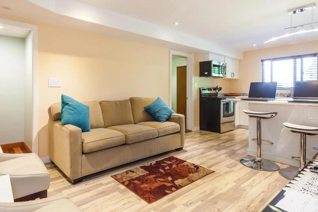 Apt 3 -- 2 bedrooms, Superbly equipped, Sleeps 6