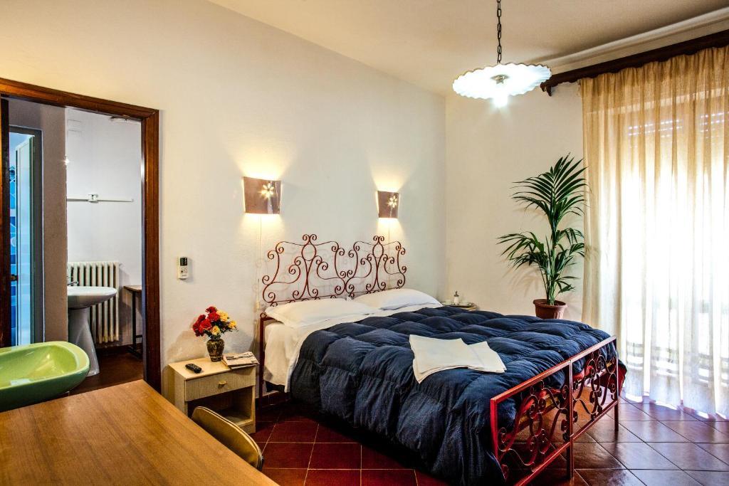 Hotel Villarosa con Vespa Rent image5