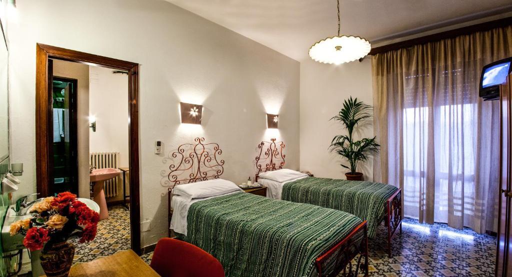 Hotel Villarosa con Vespa Rent image7