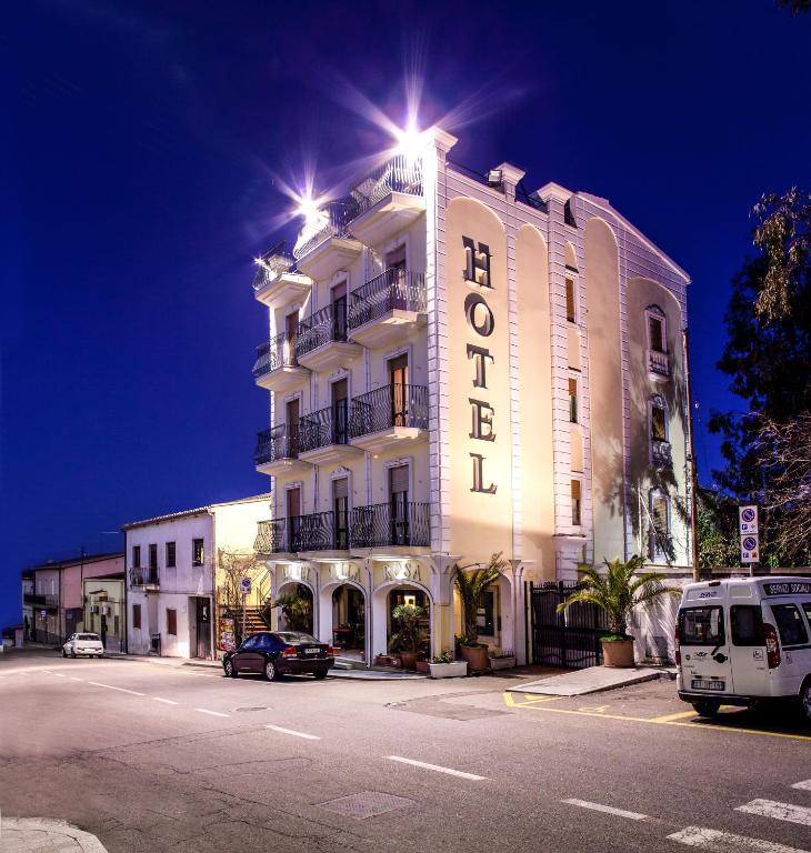 Hotel Villarosa con Vespa Rent image2