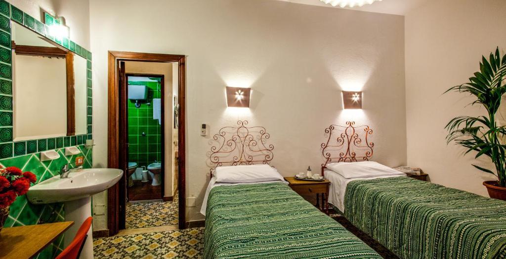 Hotel Villarosa con Vespa Rent image9