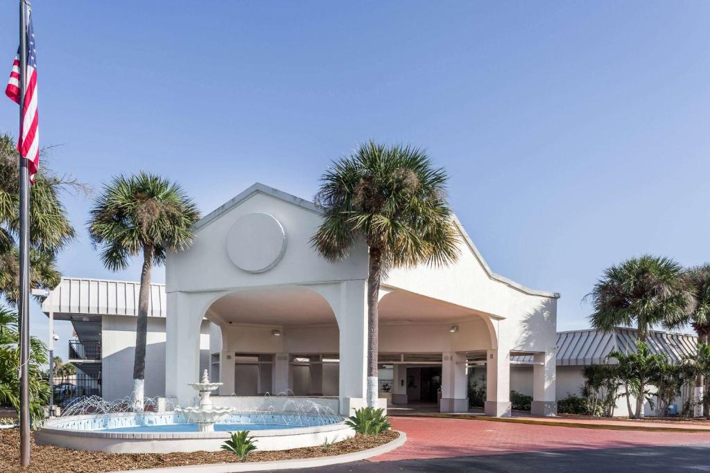 Days Inn by Wyndham St. Petersburg / Tampa Bay Area