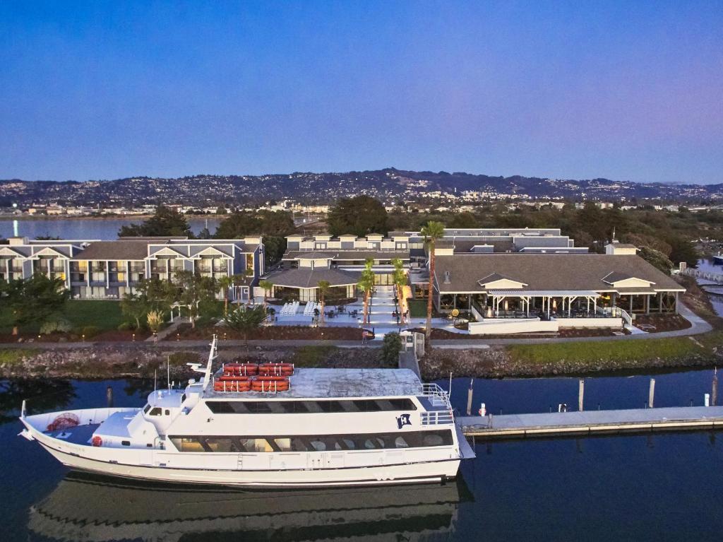 DoubleTree by Hilton Hotel Berkeley Marina